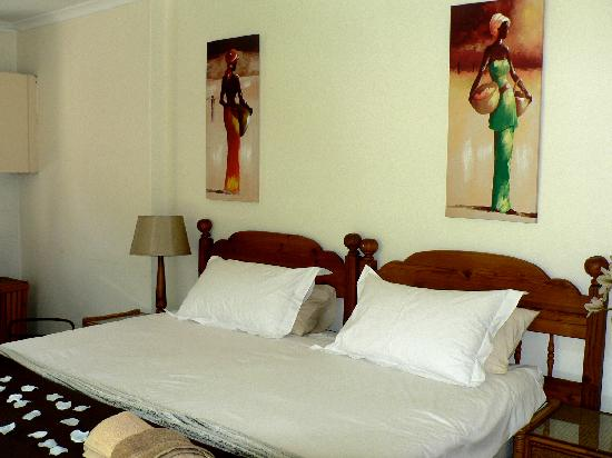 Bongela Bed and Breakfast: Comfy King Size bed