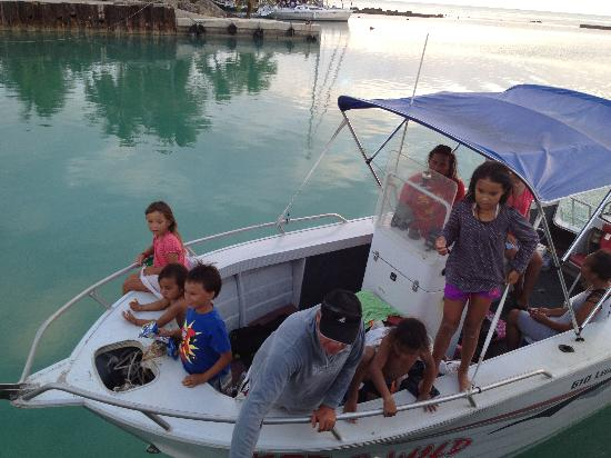 Wet & Wild Aitutaki: boat and crew