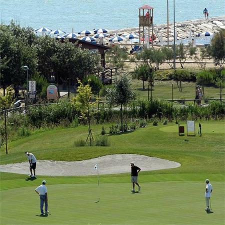 Hotel Maregolf : Campo da golf e spiaggia