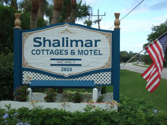 Shalimar Cottages and Motel : Shalimar entrance