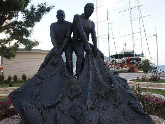 Marmaris Marina: Another statue
