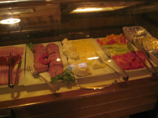 Hotel Pod Vezi : Breakfast cold cuts