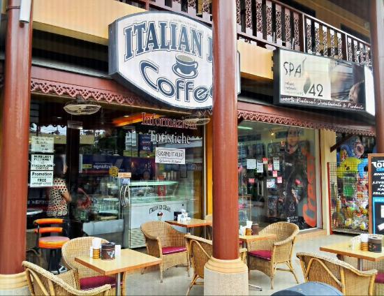 Italian Job Coffee: Esterno