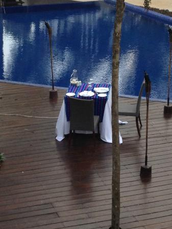 Le Reve Hotel & Spa: Our table for our last nights diner - poolside