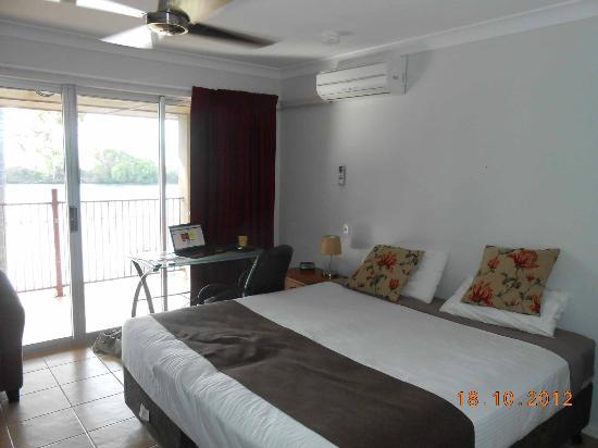 Tweed River Motel: room