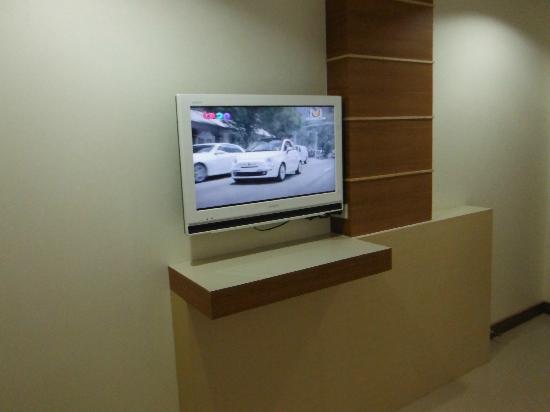 Amnauysuk Hotel: TV