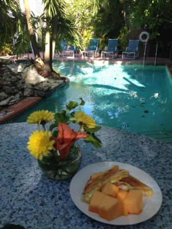 Westwinds Inn: breakfast and pool. what a life.