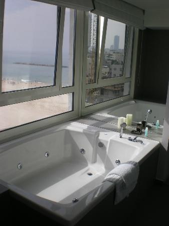 Sea Executive Suites: a tub with a view