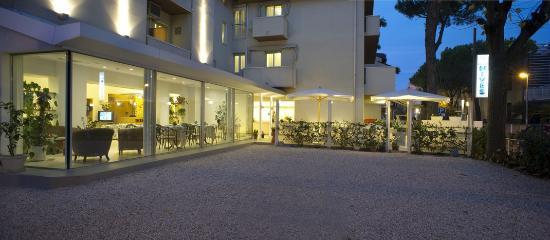 Hotel Nives: Parcheggi