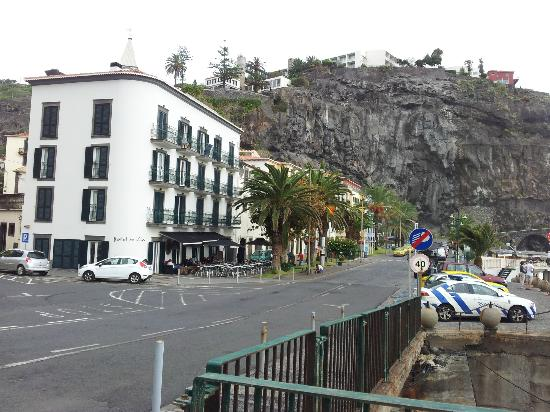 Hotel da Vila: Klein aber fein, direkt am Quai, eingebettet zwischen Felswänden