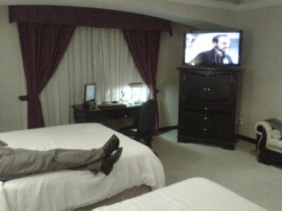 Crowne Plaza Hotel de Mexico: PC DE ESCRITORIO Y UNA GRAN PANTALLA