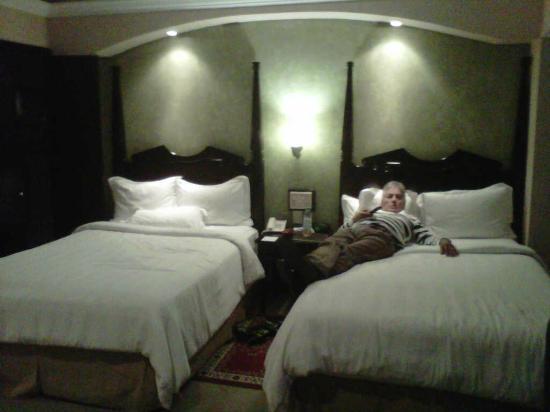 Crowne Plaza Hotel de Mexico: DOS CAMAS CON ALMOHADAS EXTREMADAMENTE COMODAS