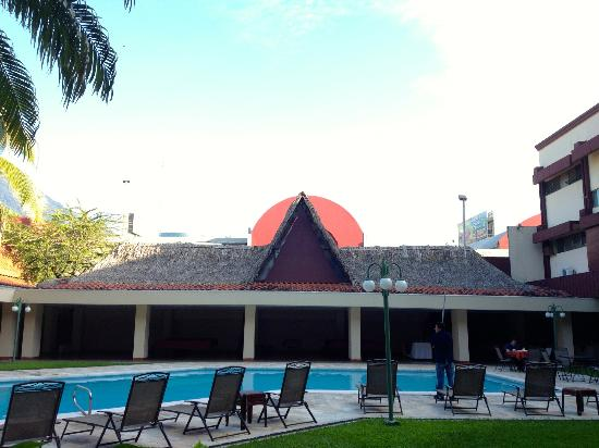 Best Western Plus Hotel Terraza : Pool view beside the restaurant patio. Lovely!
