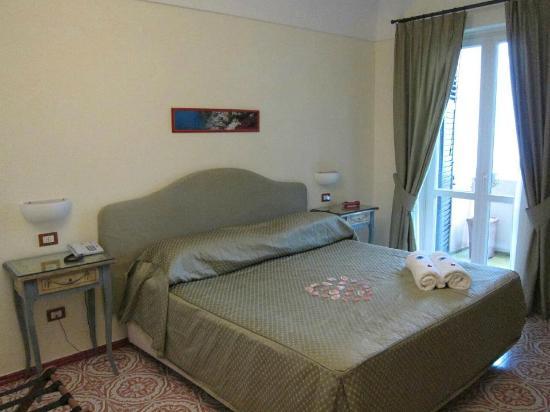 هوتل مارجريتا: our room 