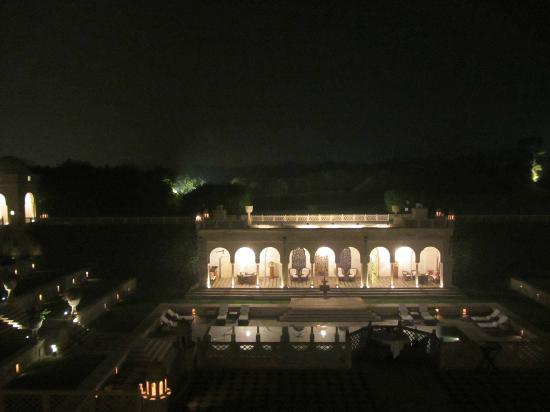 The Oberoi Amarvilas: Pool by night