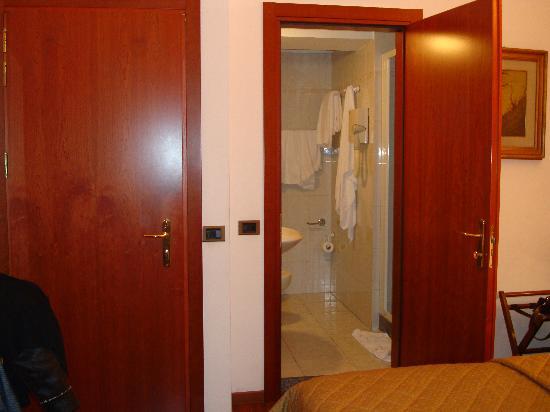 هوتل أسبرومونتي: Vista bagno 