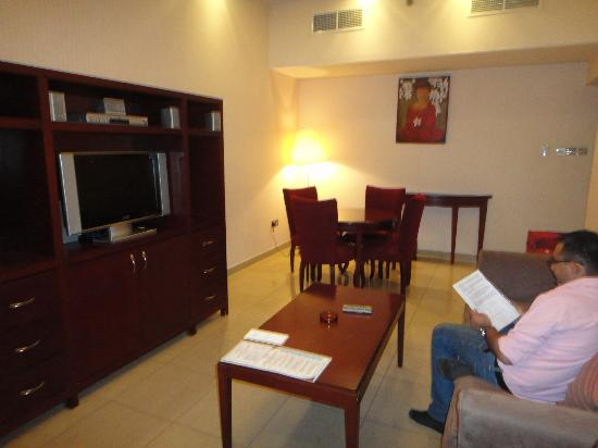 Ascot Hotel Apartment: Hall