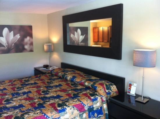 Gulfcoast Inn Naples: Room109 Pillow top King Bed, and Really Nice and Comfortable!!