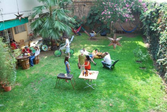 Hostel Guadalajara Hospedarte: Spacious backyard with hammocks, lounge chairs, BBQ grill, foosball, and the best atmosphere!