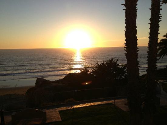 SeaCrest OceanFront Hotel: sunset at the beach
