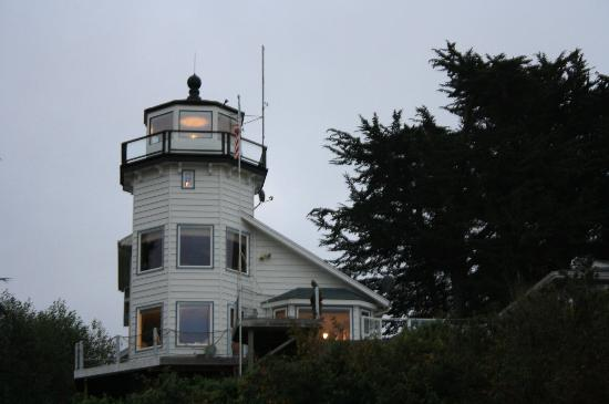 BEST WESTERN Beachfront Inn: Lighthouse across from property