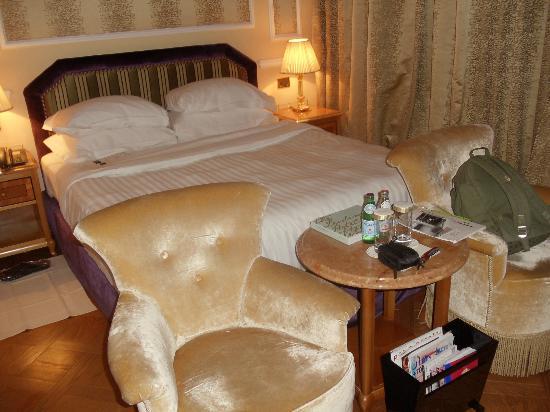 Baglioni Hotel Carlton : Bed