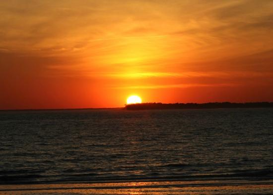 Wyndham Ocean Ridge: Beautiful Sunset from the west end of the island