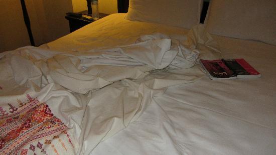 Hotel Khamvongsa: linen blanket