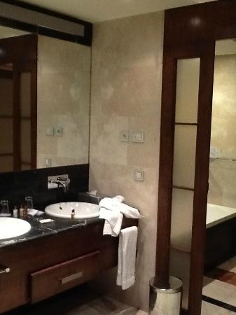 cuarto de baño, ducha, aseo, todo - Picture of Eurostars Suites ...