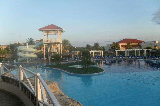 Memories Varadero Beach Resort: The activity pool
