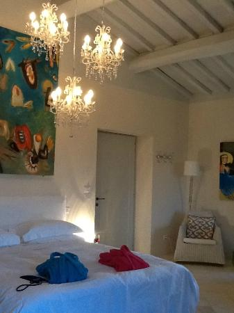 Siena House: Our beautiful room..soaring ceilings, artwork and amazing lighting