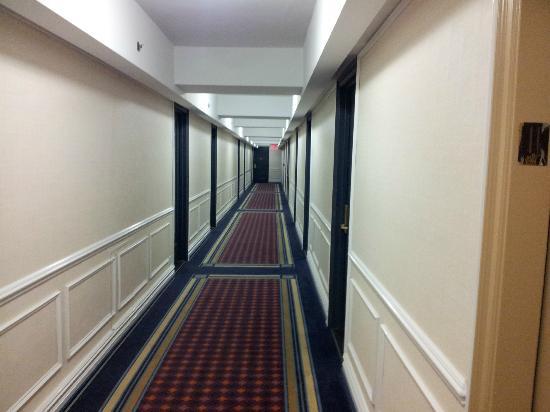Salisbury Hotel: Corridor