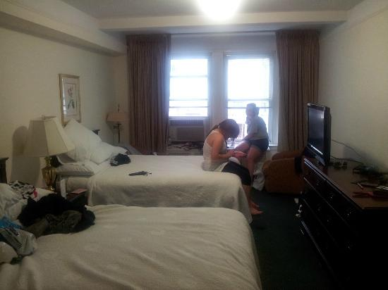 Salisbury Hotel: Our room