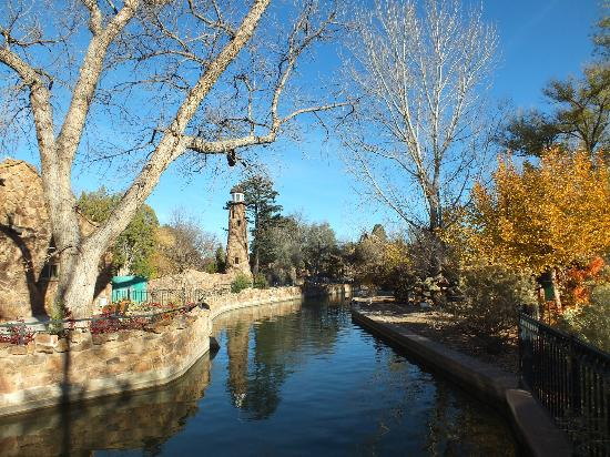 Pueblo, CO: Is This A Beautiful Scene To Surround A Zoo Or What?