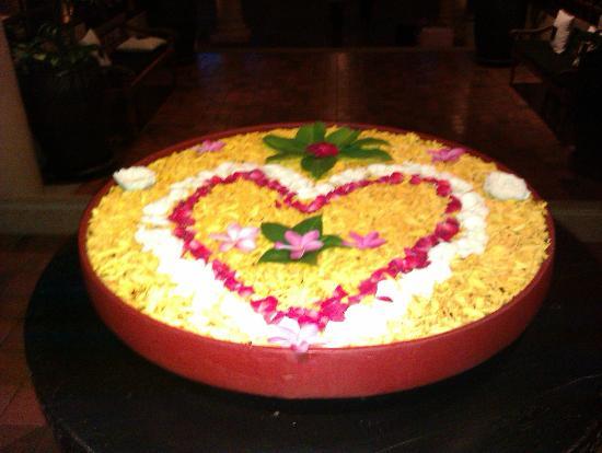 Anantara Hua Hin Resort: Kæmpe blomsterdekoration, hver dag en ny.