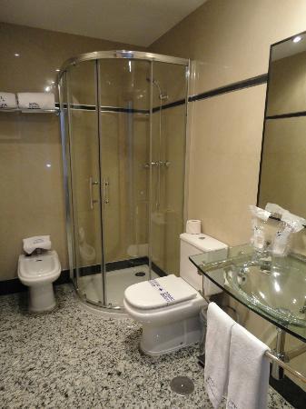 Hotel de los Faroles: bathroom