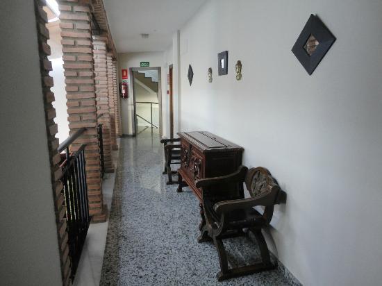Hotel de los Faroles: corridor to our room