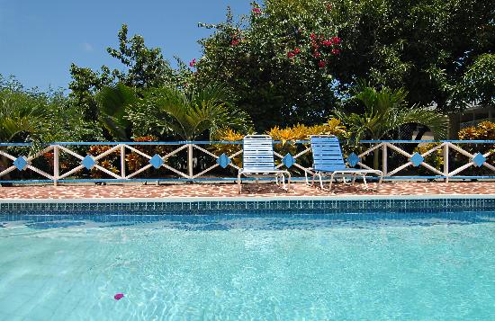 Anchorage Inn: At the Pool