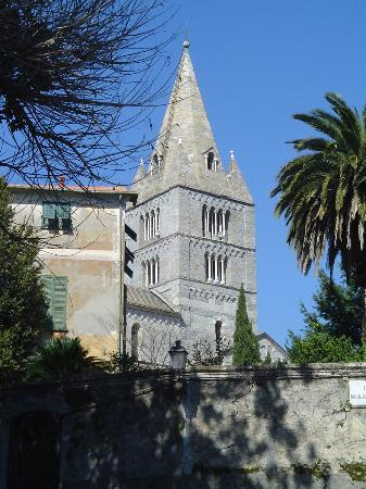 il campanile della Basilica dei Fieschi