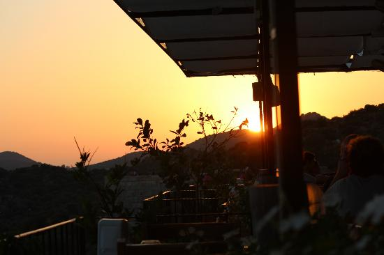 Hideaway Hotel: Sunset on the terrace