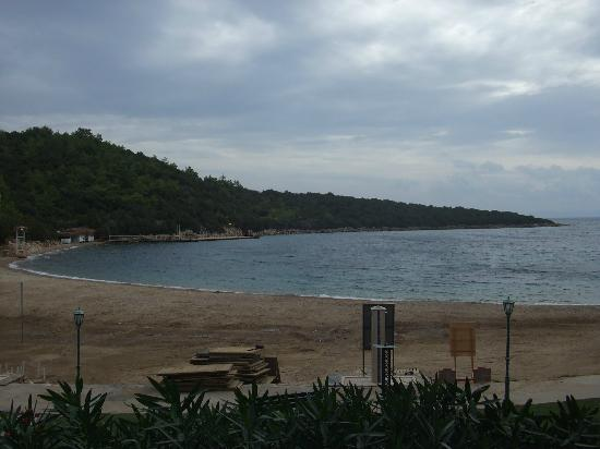 Bodrum Park Resort: Beach view from pool/bar