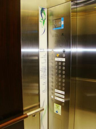 Holiday Inn Express HONG KONG SOHO: HIE HKG Soho - lifts