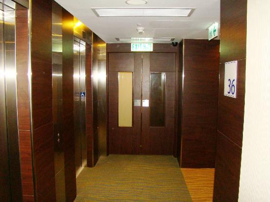 Holiday Inn Express HONG KONG SOHO: HIE HKG Soho - corridor