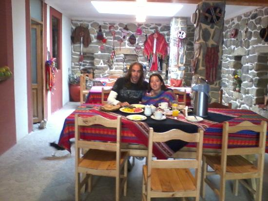 K'uychi Punku Hostal: Desayunador, conserva parte de una casa inca