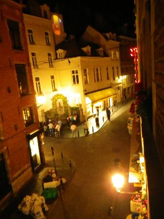 La Vieille Lanterne: night view of the Manneken Pis