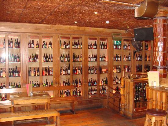 Interno foto di the porterhouse temple bar dublino for Arredamento pub irlandese