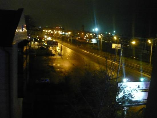 Volga Hotel : Вид из номера ночью