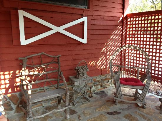 Sunrise Farm Bed and Breakfast: Outside the Corn Crib Cottage
