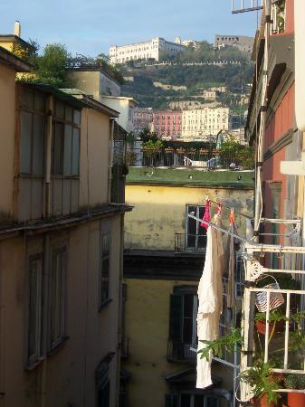 Miseria e Nobilta Bed and Breakfast: Vista dal balconcino dell'appartamento