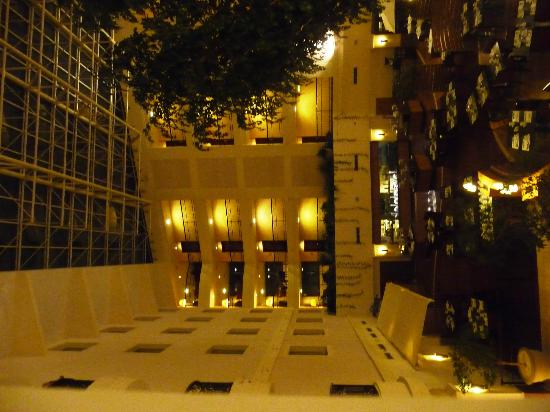 Sheraton Grand Krakow: Foyer